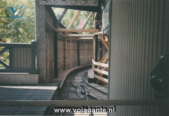 Boedapest - Blik vanuit de historische achtbaan in Vidámpark in 2002