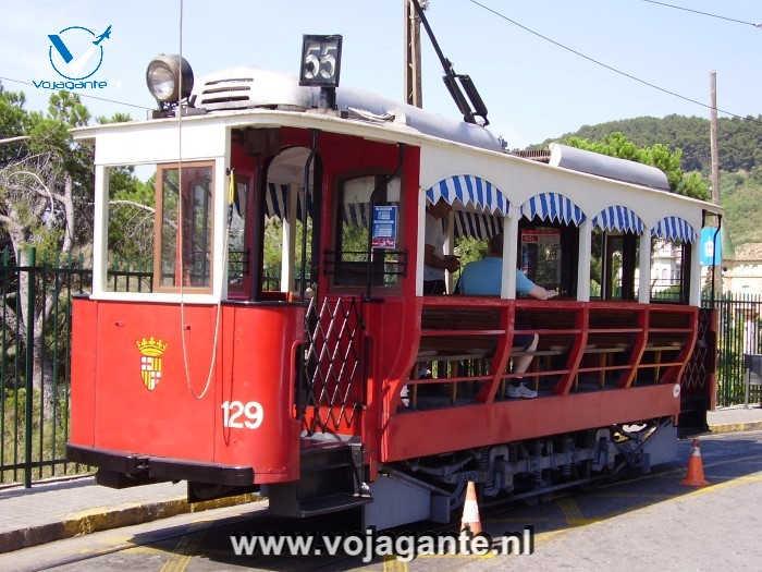 Barcelona - De tram is rood maar hij is van Tramvia Blau