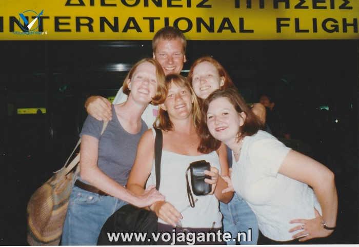 Corfu 1996 - Op de luchthaven met wat vakantievriendinnen